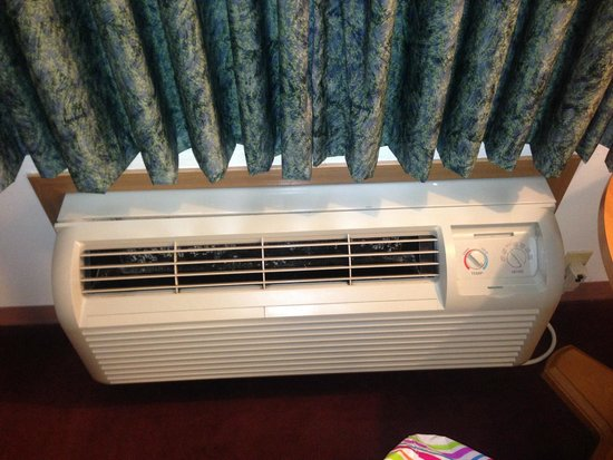 Branson Plantation Inn: Air conditioner