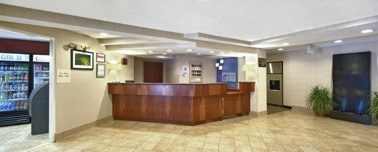 Holiday Inn Express Keene: Front Desk