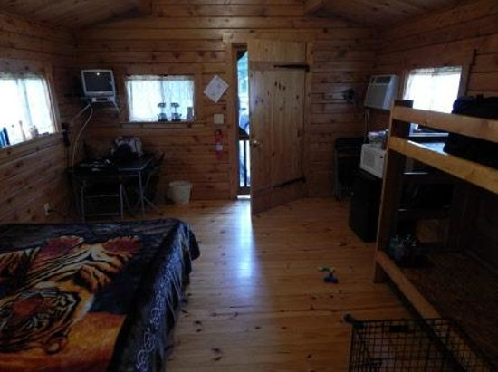 Ponderosa Campground: interior cabin setup