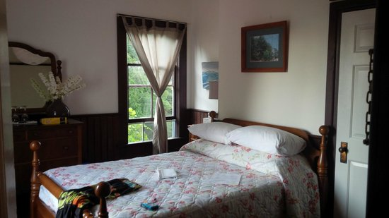 Breezy Bay Bed and Breakfast: With a lovely view over looking the orchard and the water
