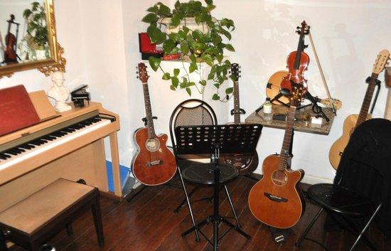 Hotel U Castellu : The setup for the evenings music.