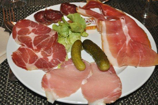 Hotel U Castellu : The assiette charcuterie.