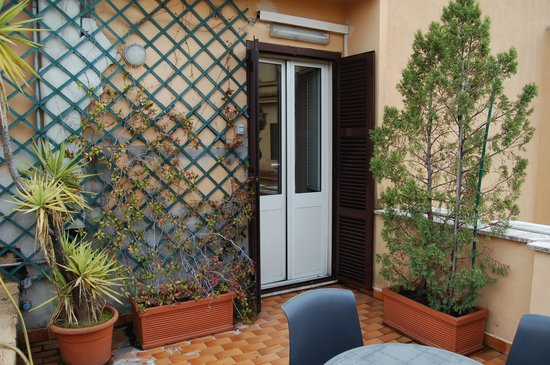 Hotel Lazzari: Балконная дверь