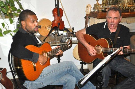 Hotel U Castellu : Adjo Vistu and the other musician - fantastic.