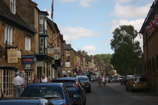 Moreton in Marsh: Main street Moreton, bedecked with Union Jack.