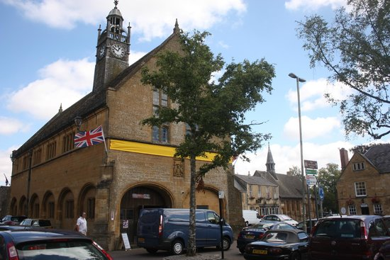 Moreton in Marsh: Moreton Town Hall