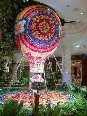 Wynn Las Vegas : Just inside the main entrance