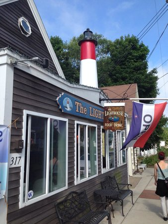 Lighthouse Restaurant: View from the street