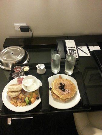 Ambassador Hotel Kansas City, Autograph Collection : Room 602 - Room service