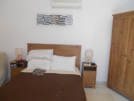 Brothers Hotel : Garden room bedroom