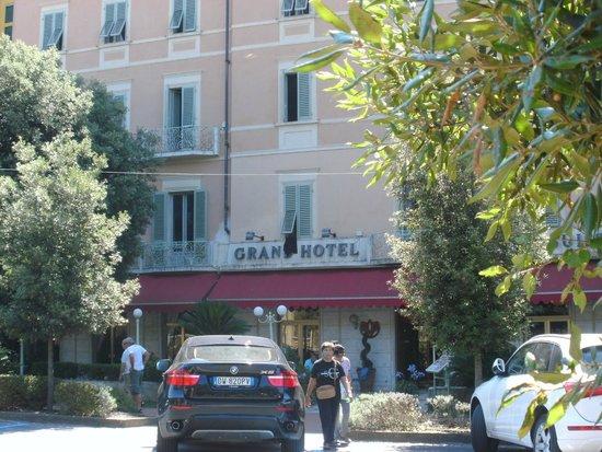 Grand Hotel Nizza et Suisse : Montecatini Hotelfront