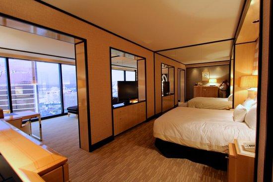 Encore At Wynn  Las Vegas: Standing in the Bedroom Looking Towards the Living Room