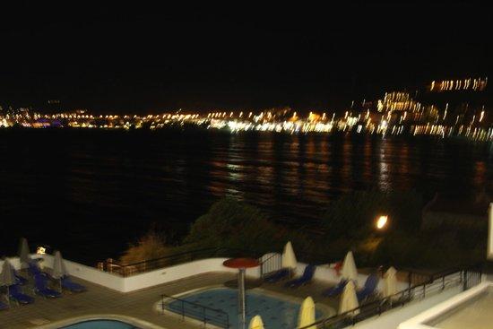 Horizon Beach Hotel : отель
