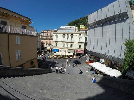 Duomo di Sant'Andrea : Looking down the steps