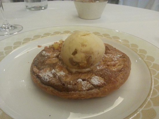 Scott's : Dessert : Hot Pudding Cake with Ice Cream