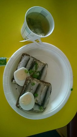 Saare County, Estland: Breakfast on  a ferry
