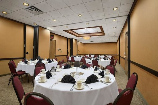 Ramada Plaza Minneapolis: Memphis Rounds of 10 for Dinner