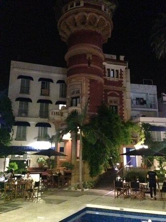 Hotel Medium Sitges Park: Rapunzel's tower by night