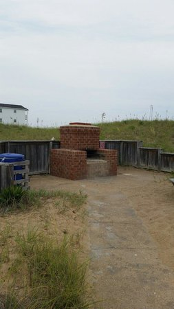 Days Inn Kill Devil Hills Oceanfront - Wilbur: Fire pit