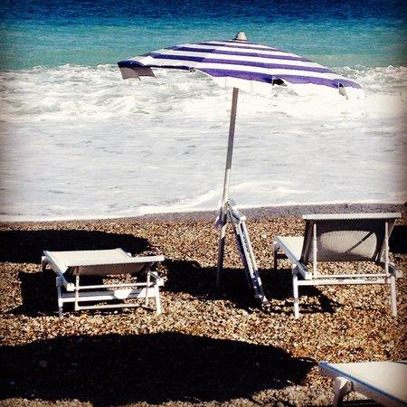 Club Valtur Capo Calava: I lettini a due passi dal mare