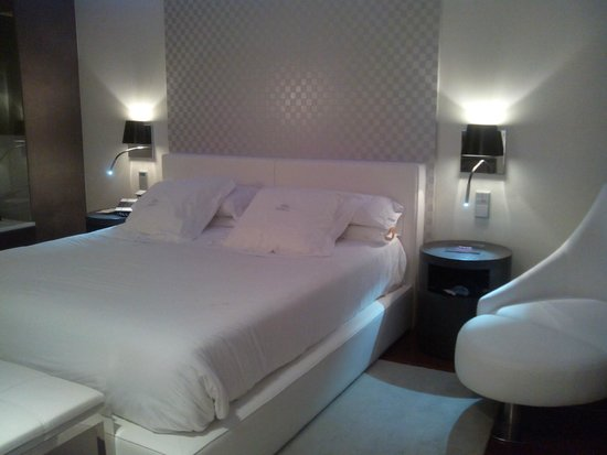 Gran Hotel Nagari Boutique & Spa : Habitación iluminación Blanca
