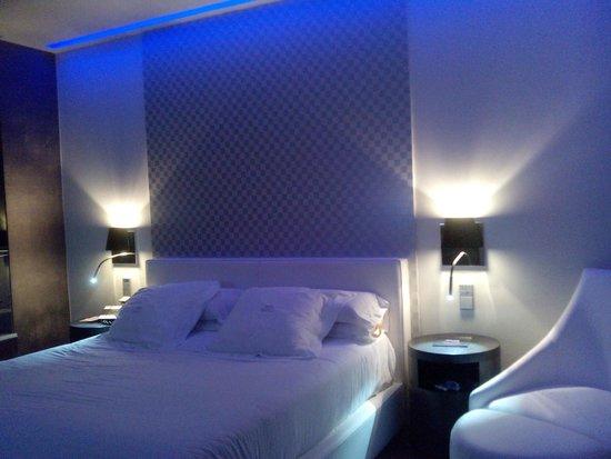 Gran Hotel Nagari Boutique & Spa : Habitación iluminación azul