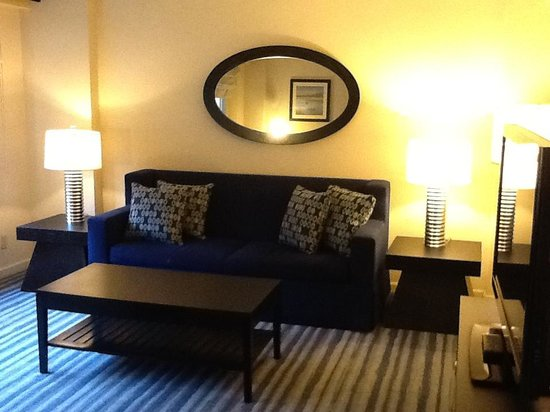 Gardens NYC–an Affinia hotel: Sala apto 1104