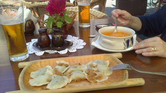 Morskie Oko: pieroggi rellenos de acelga y sopa de tomate
