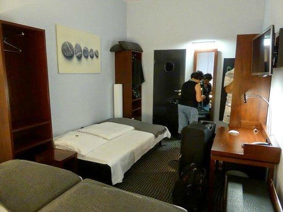 Hotel Concorde: triple room