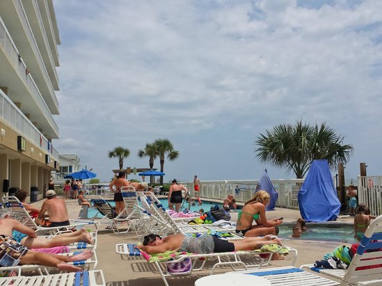 Holiday Inn Oceanfront at Surfside Beach : pool area