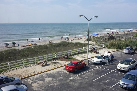 Holiday Inn Oceanfront at Surfside Beach : view of the beach from the window in a stairwell