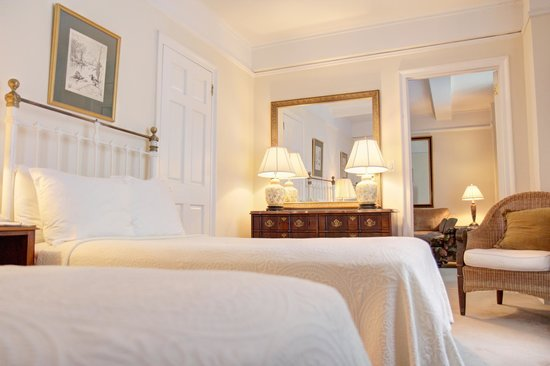 Roger Smith Hotel: One Bedroom Suite Double Beds