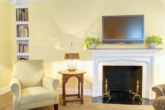 Roger Smith Hotel: Premium Suite Living Room