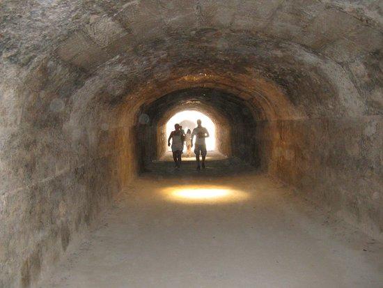 El Jem Amphitheatre: Podziemny korytarz prowadzący na arenę