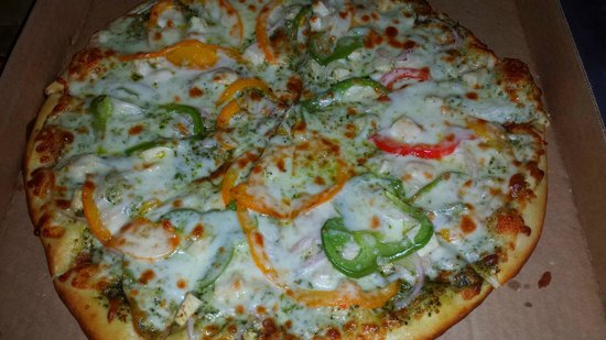 Moose Drop Inn: Chicken Pesto Pizza