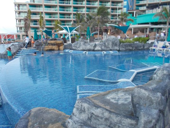 Hard Rock Hotel Cancun: Shallow pool area