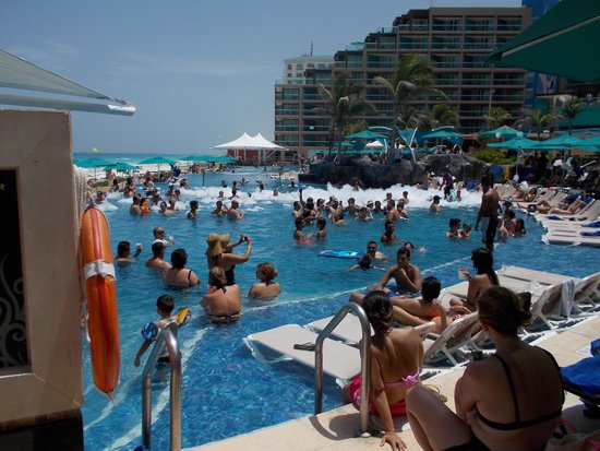 Hard Rock Hotel Cancun: End Of Foam Party