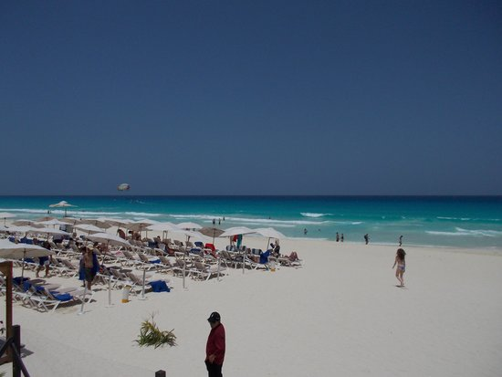 Hard Rock Hotel Cancun: Beach set up