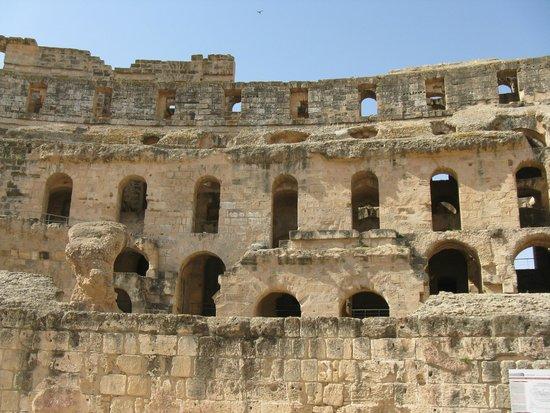 El Jem Amphitheatre: Widownia w koloseum w El Jem