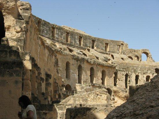 El Jem Amphitheatre: Rzymskie koloseum w Tunezji