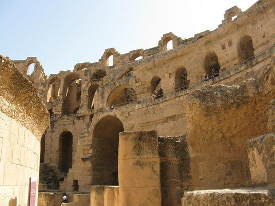 El Jem Amphitheatre: Pozostałości po rzymskim koloseum w El Jem
