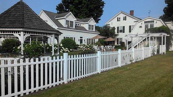 Strong House Inn : The grounds....