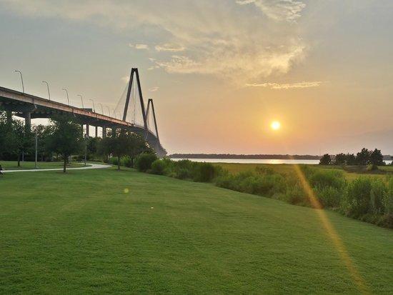 Beautiful sunset views foto de mount pleasant pier for Mt pleasant fishing pier