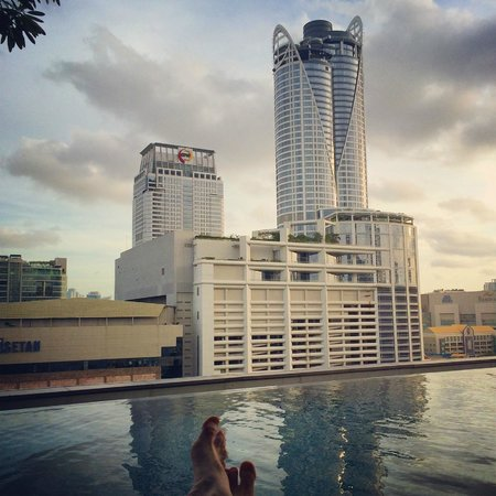 Novotel Bangkok Platinum Pratunam : Piscine Vue