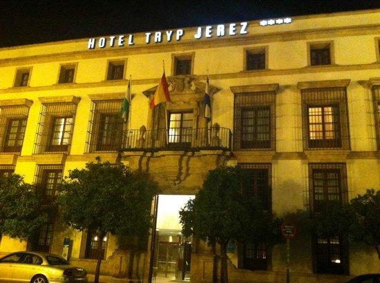 Tryp Jerez Hotel: Fachada hotel