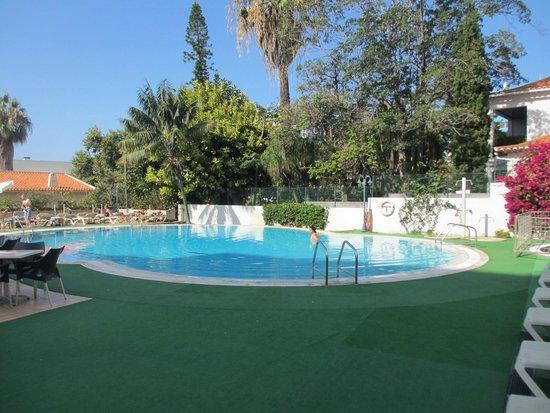 Hotel Girassol: Pool area