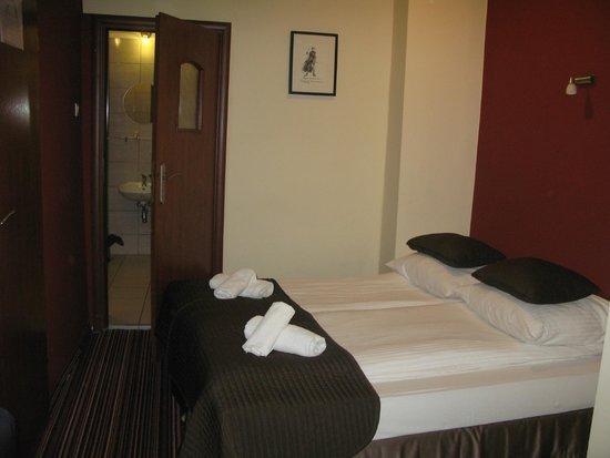 Hotel Delta: комната
