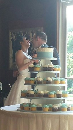 Jarosch Bakery: Wedding cupcake cake