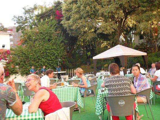 Hotel Girassol: BBQ night