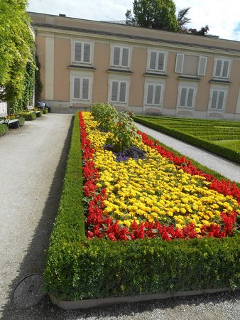 Mirabell Palace and Gardens: aiuola